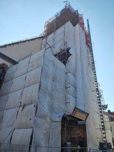 Bauabschnitt 4 Turm und Eingangsportal sind bis auf den Eingang, völlig verkleidet.